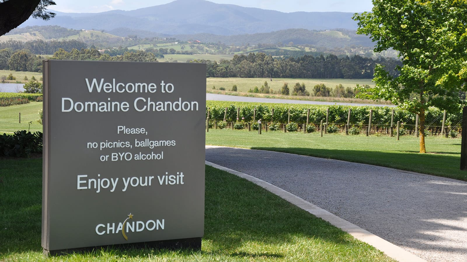 free-stand-pylon-domaine-chandon